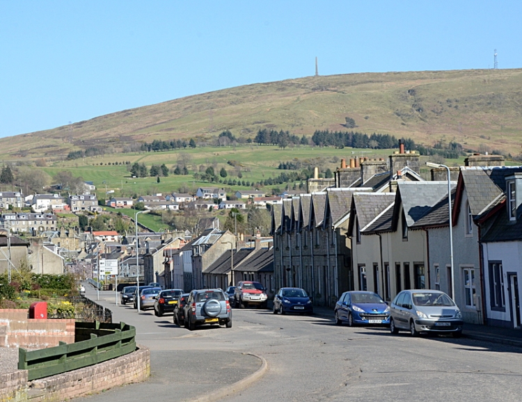 Caroline Street with the golf course and the monument in the background on Whita Hill