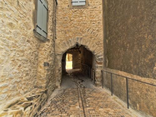 arch at Aigne