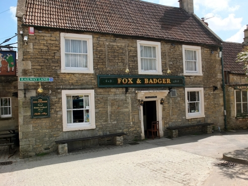 Fox and badger, Wellow