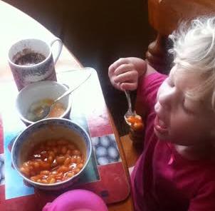 maisie at breakfast