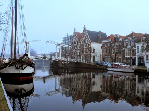The main canal surrounding Haarlem, in a fog