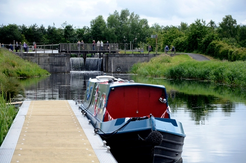 canal  at Kelpies