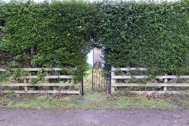 Lodge gate