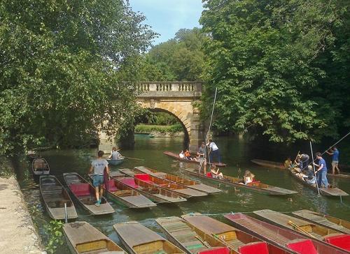 Excitement at Magdalen Bridge