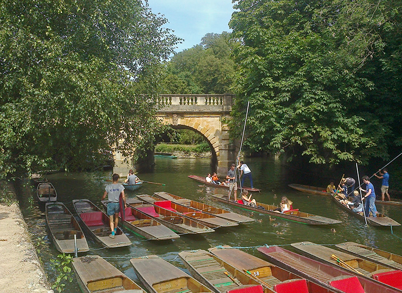 Excitement at Magdalen Bridge