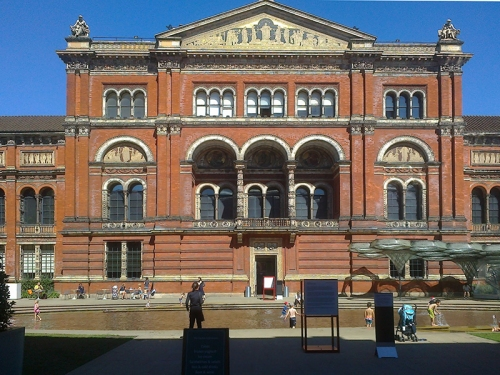 The Victoria and Albert Museum inner courtyard with paddling pool