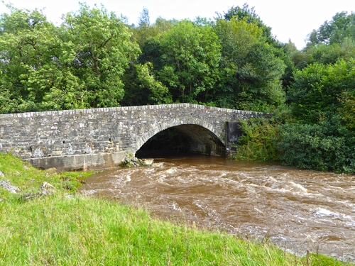 Old Stane bridge in flood