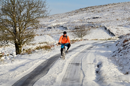 Cyclist coming down White Yett road