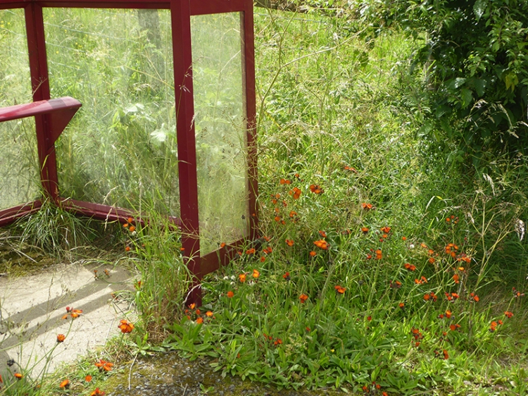 Bus shelter, Hollows