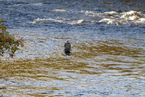 Angler in Esk at Byreburn