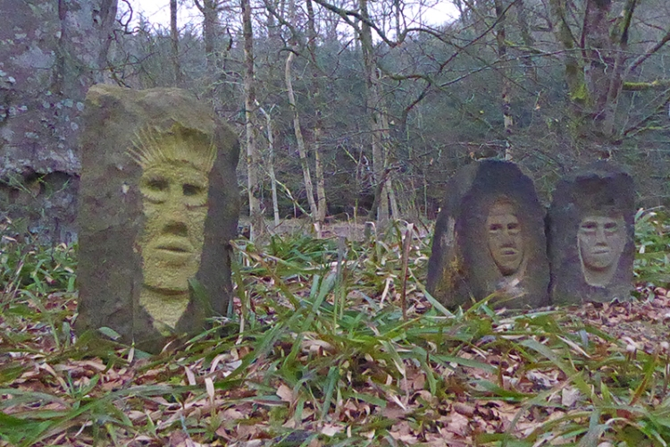 Hollows Bridge statues
