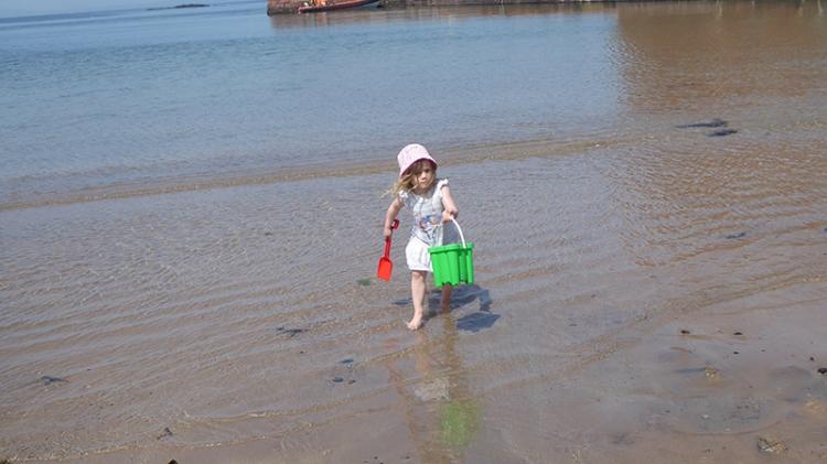 matilda at the seaside (2)