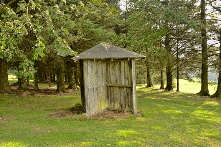 shelter on golf course