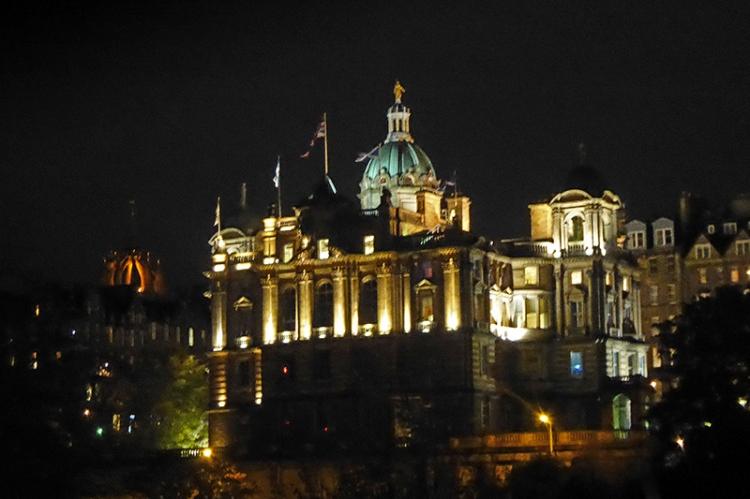 Bank of scotland edinburgh at night