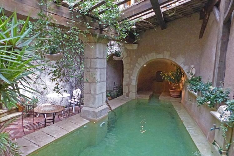 Marseille pool