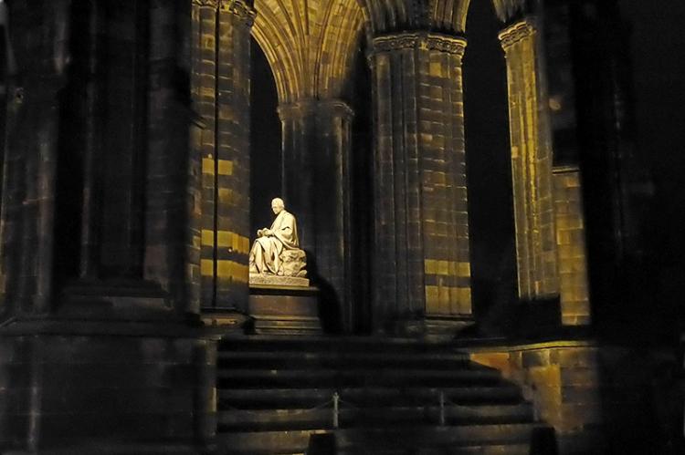 Walter Scott edinburgh at night