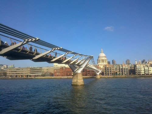 thames suspension bridge