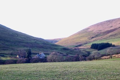Ewes kirk vallwy