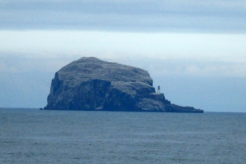 Bas rock from distance