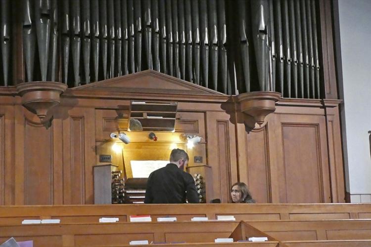 henry at the organ
