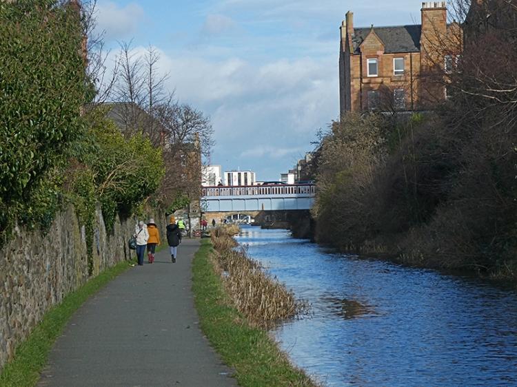 narrow towpath union canal