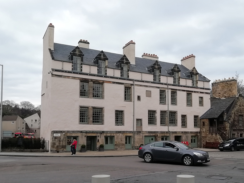 b and b holyrood