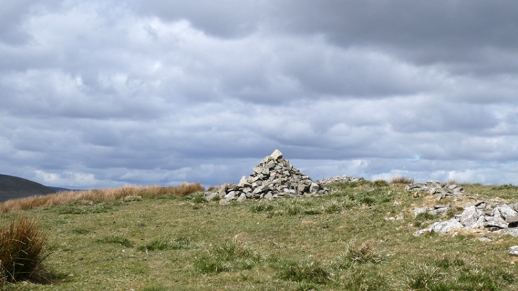 cairn potholm hill